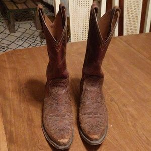 Brown Ariat cowgirl boots